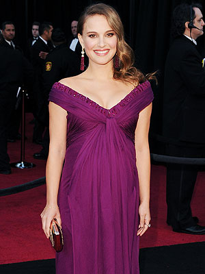 Natalie Portman Drapes Her Baby Bump in Purple for Oscars | Natalie Portman