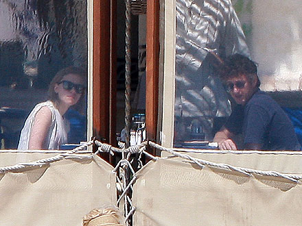 Scarlett Johansson & Sean Penn Take Whirlwind Trip to Mexico