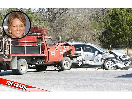 PHOTO: Jewel Shocked to See Damage to Her Car in Crash | Jewel
