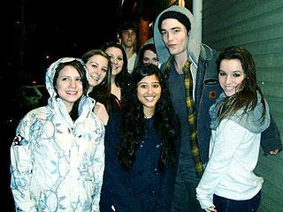Fans Crash Rob & Kristen's Movie Date