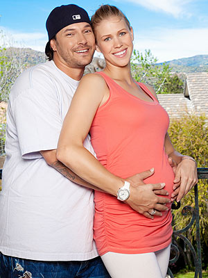 Kevin Federline Debuts Girlfriend's Baby Bump