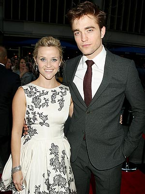Robert Pattinson, Reese Witherspoon Pose at Water for Elephants Premiere