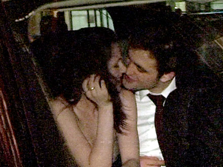 Robert Pattinson & Kristen Stewart Kiss at Water for Elephants Premiere Party