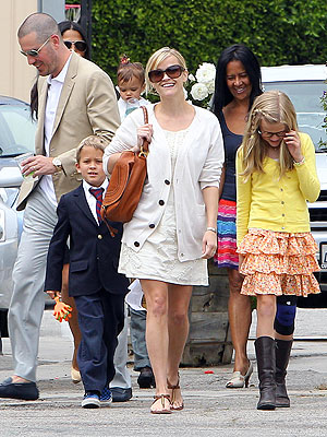 Reese Witherspoon & Family Enjoy Easter Sunday Brunch