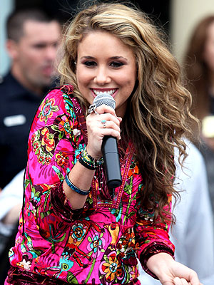 Idol Haley Reinhart Greeted by Crowds (in the Rain)