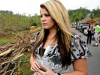 Tearful Idol Lauren Alaina Visits Tornado-Damaged Hometown | Lauren Alaina