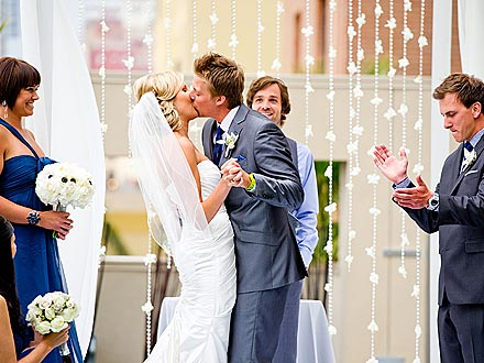 Amazing Race Winners' Amazing Wedding Kiss