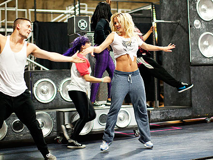 Britney Spears Reveals Tour-Ready Abs| Music News, Britney Spears