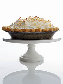 Make Kelis's Luscious Coconut Cream Pie| Celebrity Diners Club, Kelis