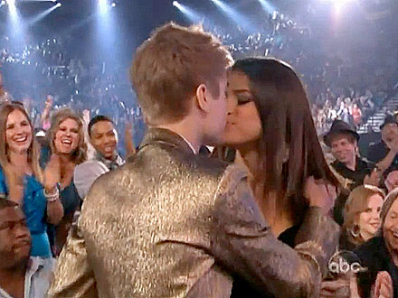 Justin Bieber and Selena Gomez Kiss on Live TV