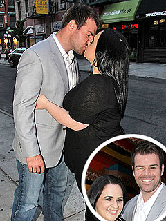PHOTO: Nikki Blonsky's Sidewalk Smooch