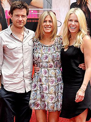 Jennifer Aniston Blows Justin Theroux a Kiss  Couples, Jennifer Aniston, Justin Theroux, Authors Class, RolesClass