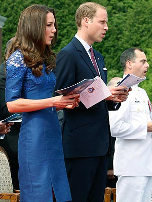 prince william 5 300 William & Kate Say a Prayer for the Queen, Inspire Youth in Quebec City