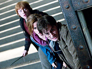 PEOPLE Critic Reviews Harry Potter and the Deathly Hallows: Part 2 | Daniel Radcliffe, Emma Watson, Rupert Grint