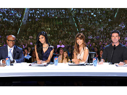 simon cowell 2 440 The X Factor: Is Paula Abdul Still in the Game?
