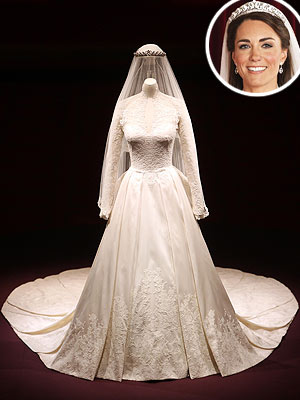 Buckingham Palace Displays Kate&#39;s Wedding Dress
