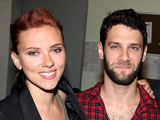 Is Scarlett Johansson Dating The Hangover Star Justin Bartha? | Justin Bartha, Scarlett Johansson