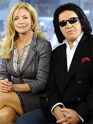 Gene Simmons Proposes To Longtime Girlfriend Shannon Tweed (VIDEO)