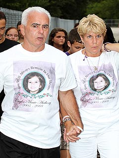 PHOTO: Casey Anthony's Parents Attend Caylee's Birthday Memorial