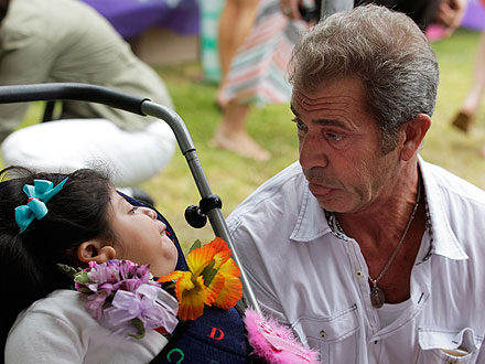 Mel Gibson, Robyn Gibson Reunite for Good Cause