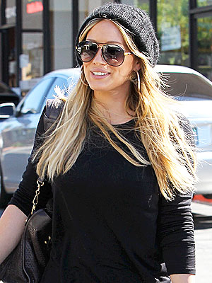 Pregnant Hilary Duff Leaves Lunch with Leftovers | Hilary Duff