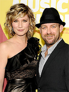 Sugarland Holding Memorial for Indiana Collapse Victims