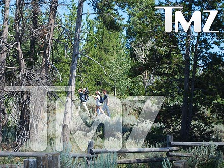 Sandra Bullock & Ryan Reynolds Take Louis Hiking in Wyoming| Ryan Reynolds, Sandra Bullock