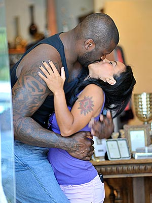"Shaquille O'Neal Towers Over 5' 2"" Girlfriend