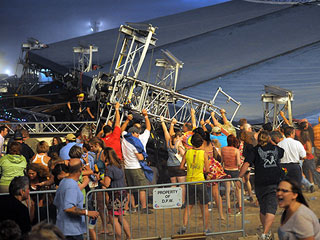 Stage Collapse at Sugarland Concert Kills 5