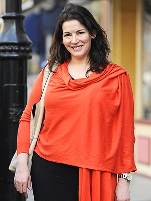 Nigella Lawson's Home Offers Neighbors Glimpse of Naked Chef | Nigella Lawson