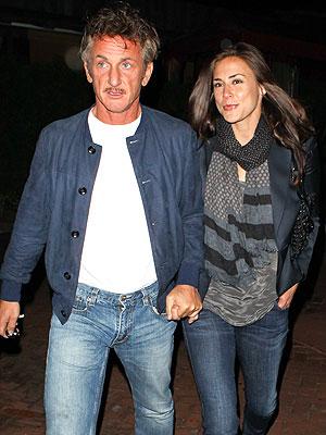 Sean Penn Takes His Girlfriend out for Burgers