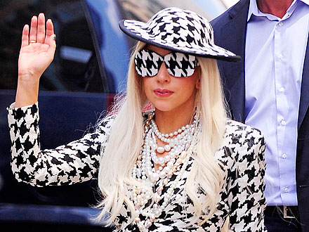 lady gaga 440 Lady Gaga to Rock in New Year for Dick Clark