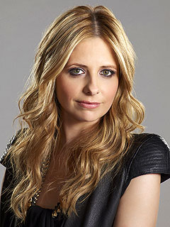 Ringer Premieres: Will You Keep Watching? | Sarah Michelle Gellar