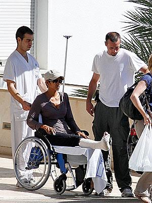 Halle Berry Breaks Her Foot in Spain | Halle Berry