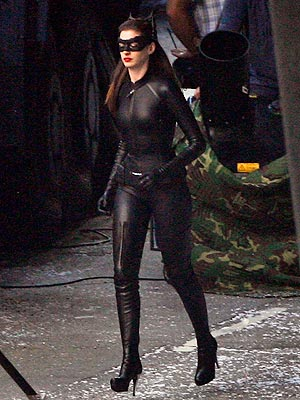 PHOTO: Anne Hathaway as Catwoman – How Does Her Leather Look Rank? | Anne Hathaway