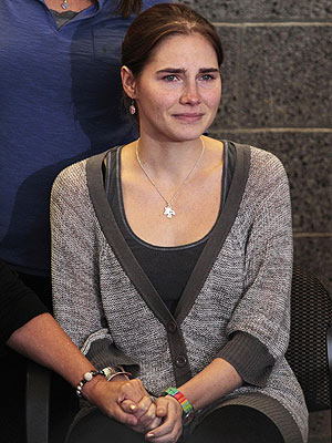 amanda knox 300 Amanda Knoxs Father Worries About Delayed Trauma