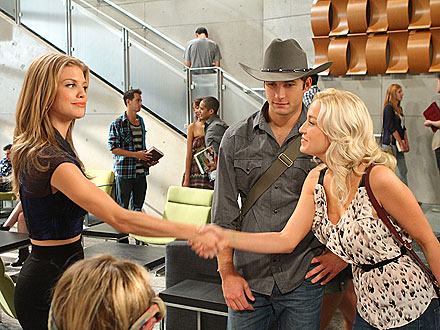 90210 Welcomes Kellie Pickler - First Look, Photos
