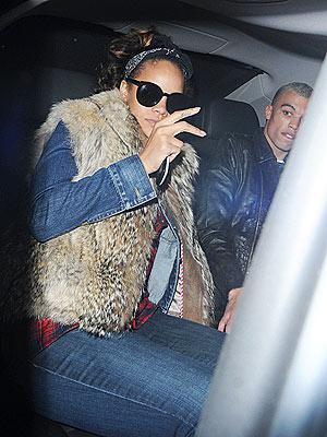 Rihanna Eats at McDonald's After London Show   Rihanna