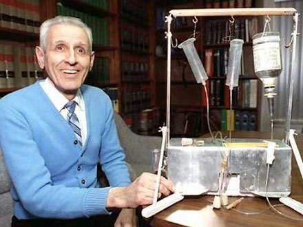 jack kevorkian 440 Jack Kevorkians Suicide Machine To Go up for Auction