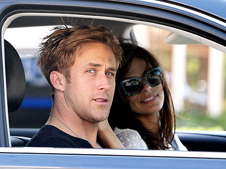Ryan Gosling and Eva Mendes Pictures: Kissing in the Car
