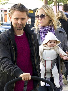 PHOTO: Kate Hudson Takes Baby Bingham for a Stroll in London | Kate Hudson, Matthew Bellamy
