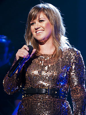 Kelly Clarkson Talks Boyfriends, Kids & Music Career