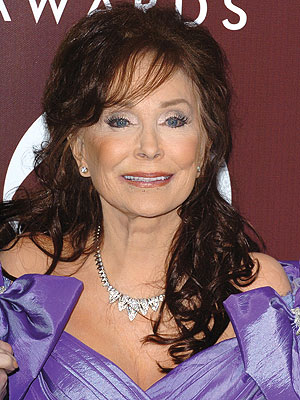 Loretta Lynn Hospitalized with Pneumonia | Loretta Lynn