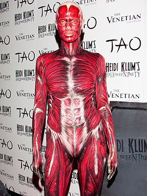 Heidi Klum Dresses as a Corpse for Halloween