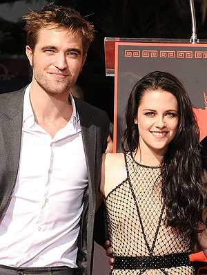 kristen stewart 300 Robert Pattinson Didnt Want to Embarrass Himself During Breaking Dawn Sex Scenes