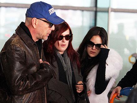 Bruce Willis and Girls Spend Thanksgiving In Paris   Bruce Willis
