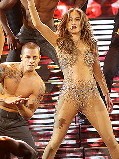 Jennifer Lopez Seals AMAs with a Kiss from Casper Smart | Jennifer Lopez