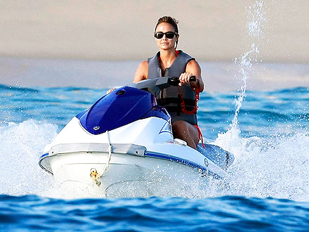 George Clooney, Stacy Keibler Spend Thanksgiving in Cabo