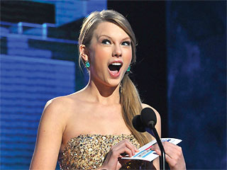 Taylor Swift Takes Home Top Honors at the AMAs – Again | Taylor Swift