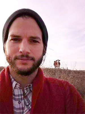Ashton Kutcher 'Swarmed by Girls' in Iowa Bars